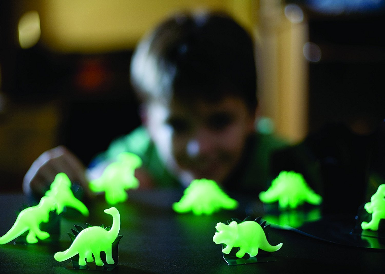 4M Pimedas helendavad kujud (Dinosaurused)